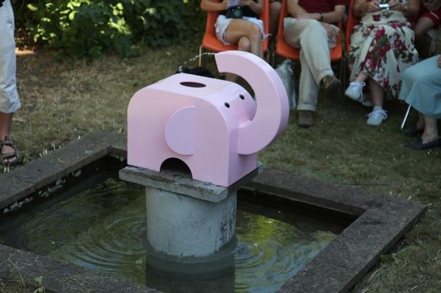 Borrby Badaren Rosa Elefant