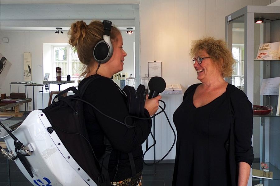 Karin Ward berättar om bokby för Sveriges Radio