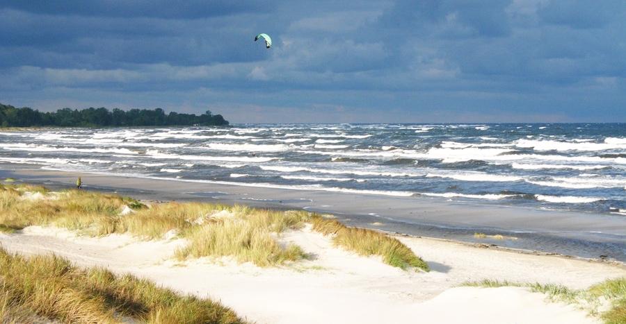 Kitesurfing längs Borrbystrand