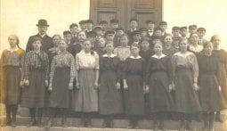 Ingeborg konfirmeras 1919 i Borrby. Fotograf okänd.