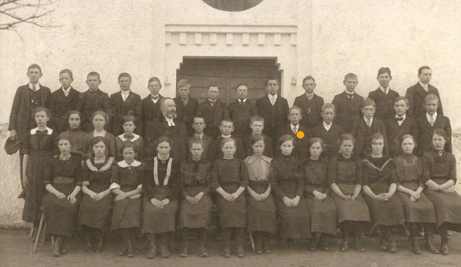 Nils konfirmeras 1914 i Ö Hoby. Fotograf okänd.